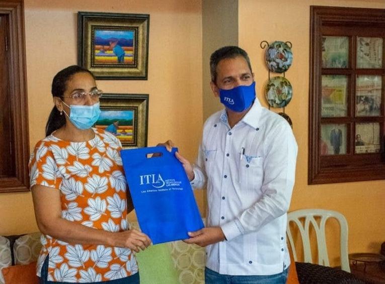 Rector Omar Méndez identifica centros y laboratorios para impartir docencia en Azua