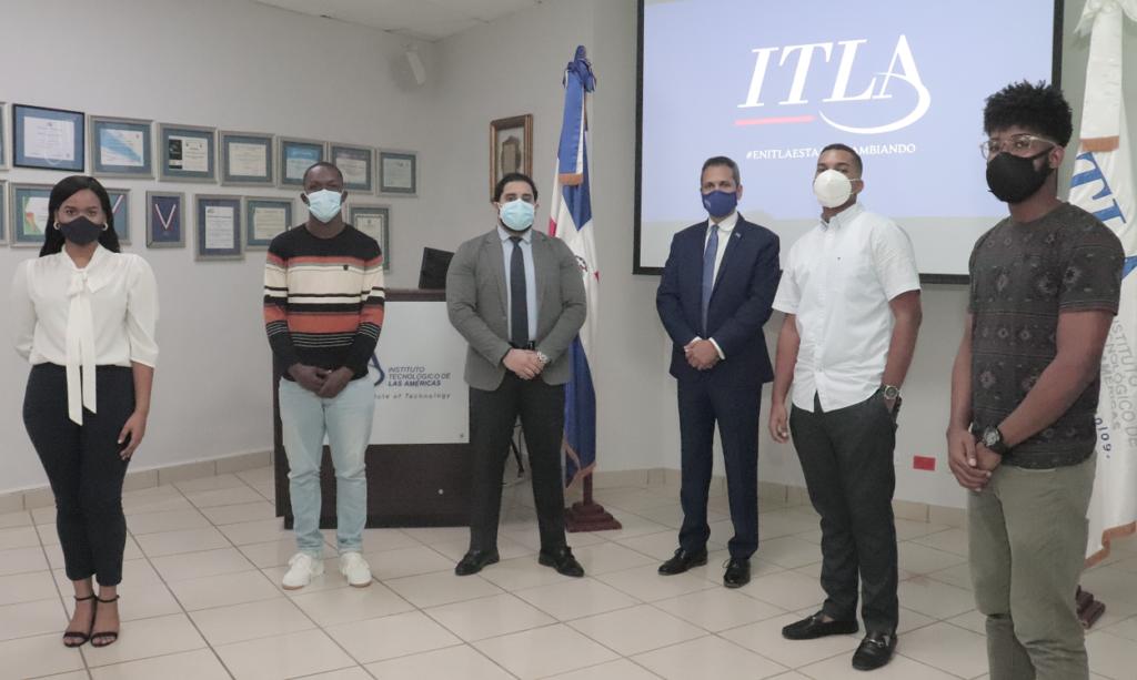 ITLA otorga becas a estudiantes ganadores del Challenge Popular